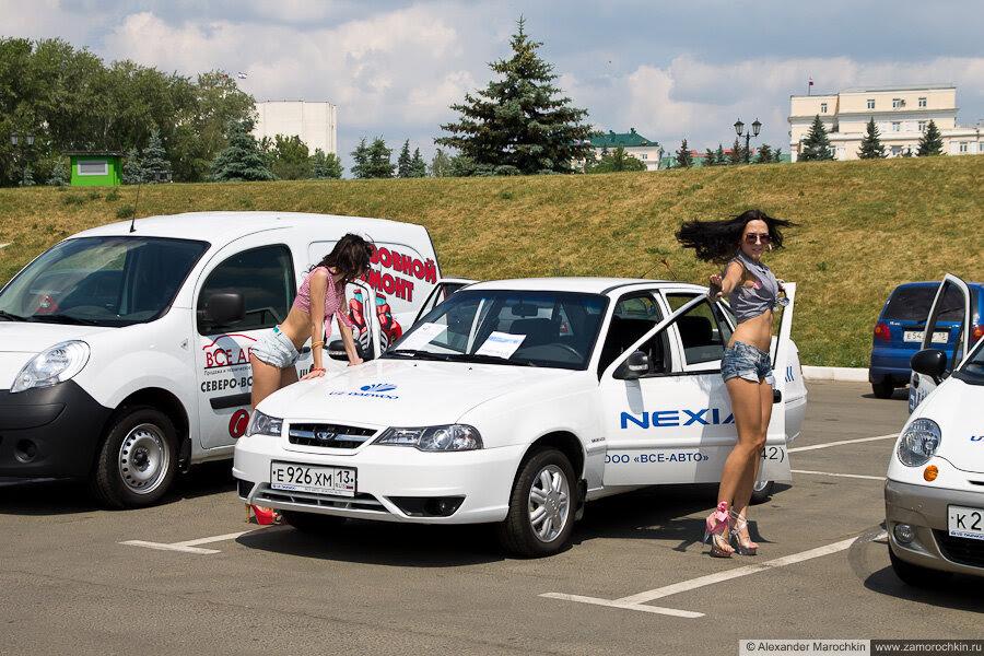 Девушки и автомобили на Дне города в Саранске (2013)