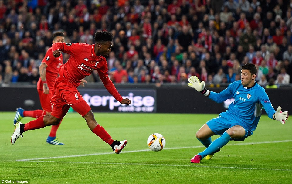 Sturridge comes close to breaking the deadlock again only for his shot to be crowded out by the Sevilla goalkeeper David Soria