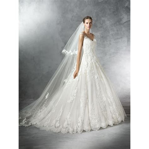 Pronovias Lace Primadona Wedding Gown with a A Line skirt