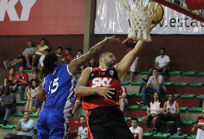 Olivinha foi o cestinha do time com 18 pontos, mesmo vindo do banco (Foto: Gilvan de Souza / Flamengo)