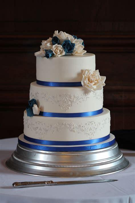 Royal Blue & Silver Rose Wedding Cake ? Chalming Cake Designs
