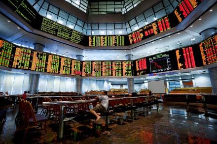 La caída de los mercados asiáticos en Kuala Lumpur. Foto: AP
