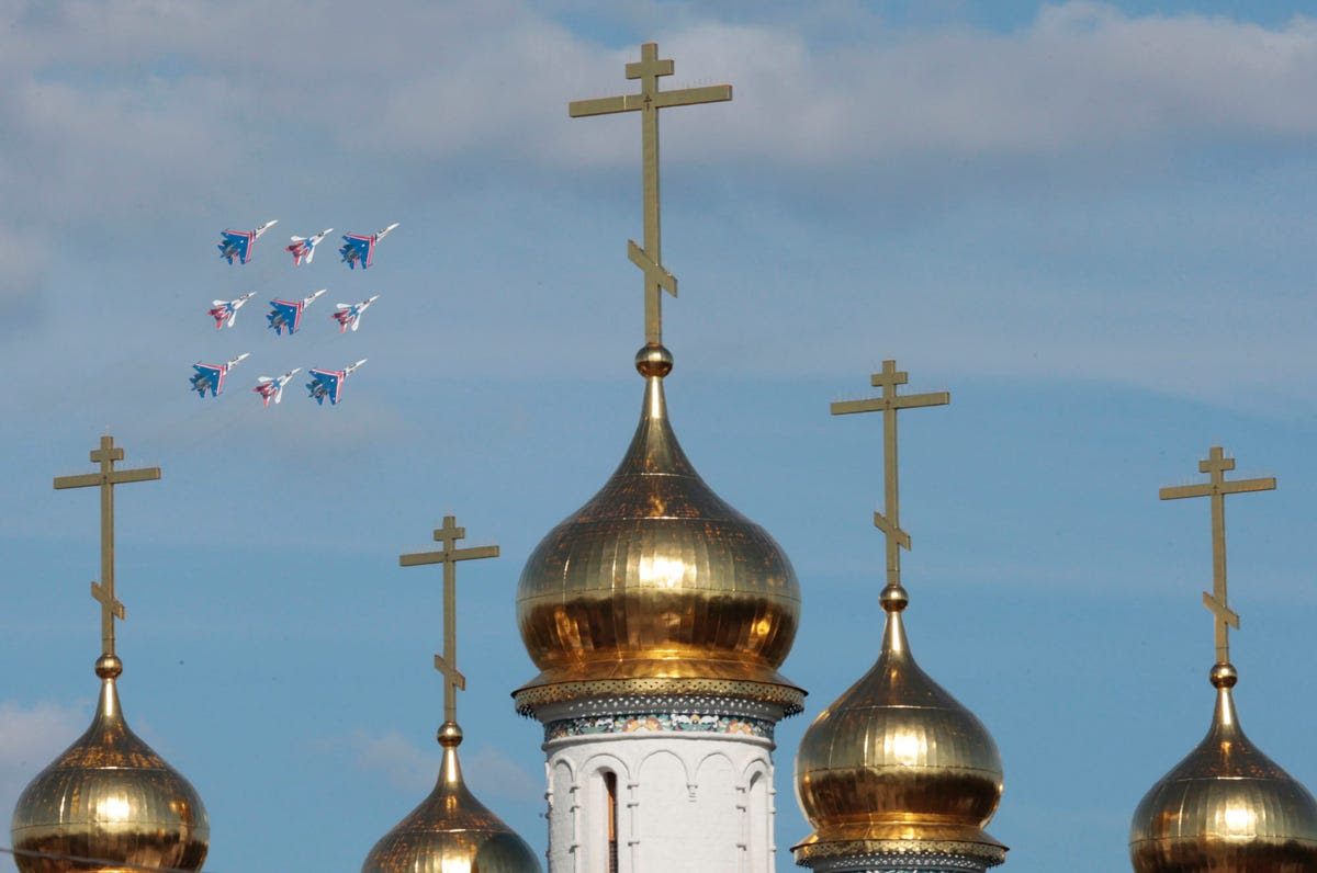 http://static5.businessinsider.com/image/5220cd4cecad049956dc35d0-1200/a-group-of-mig-29-and-sukhoi-su-27-fighter-jets-flew-by-an-orthodox-church.jpg
