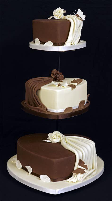 Amazing 3 Tier Heart Shaped Wedding Cake Design on