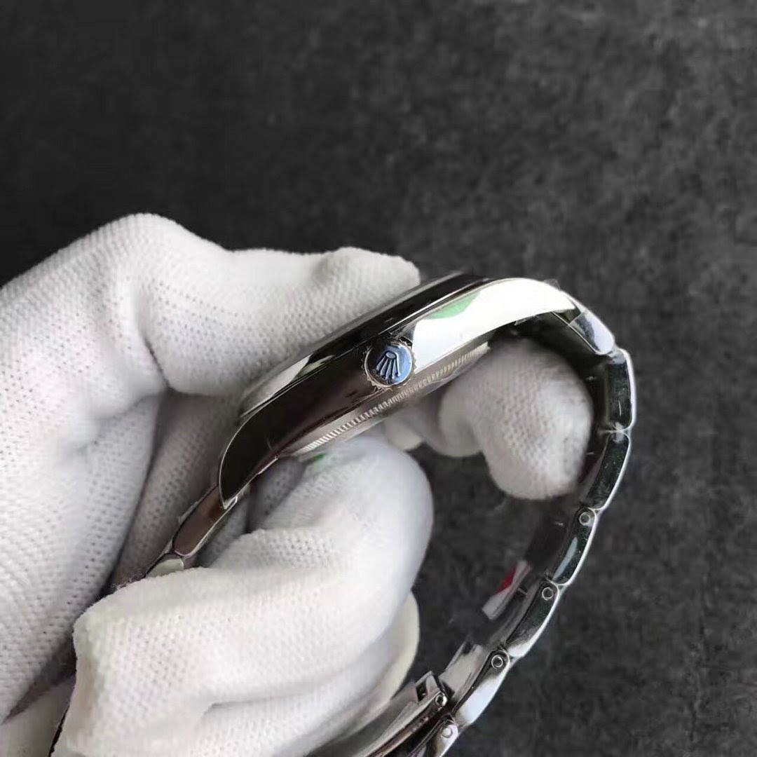 Replica Rolex Oyster Perpetual 114300 Crown