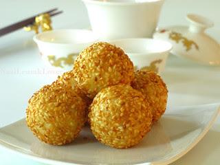 Jian Dui煎堆(Deep fried glutinous rice balls / Sesame seed balls)