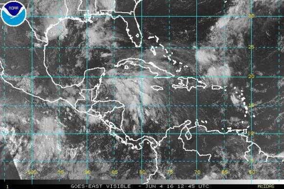 Extensa área de disturbio al noroeste del Mar Caribe, próximo Yucatán, con un 70% de probabilidad de Ciclón Tropical.