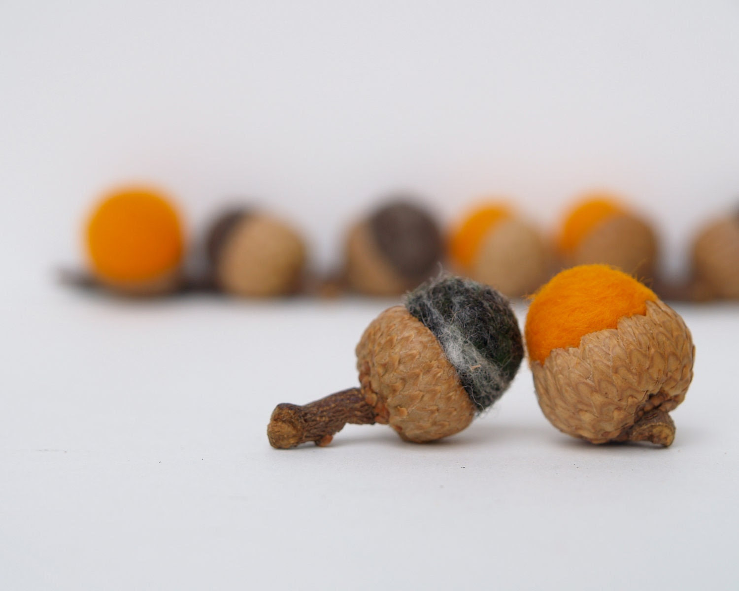 Spooky Halloween Acorns, 10 Orange and Black felted wool Acorns, Fall home Decor autumn, fall eco friendly all natural