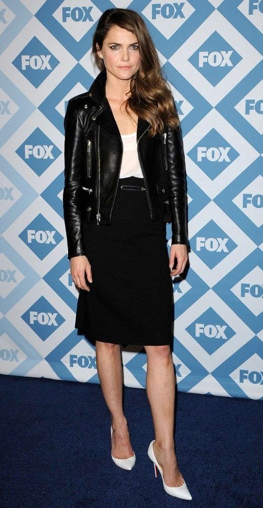 LE FASHION BLOG TWO  WAYS KERI RUSSELL LEATHER MOTO JACKET WHITE PUMPS WHITE TEE TANK TOP TSHIRT HIGH WAIST BLACK SKIRT 2014 FOX ALL STAR PARTY SIDE PART LOOSE CURLS WAVY HAIR FELICITY ACTRESS 2 photo LEFASHIONBLOGTWOWAYSKERIRUSSELLLEATHERMOTOJACKETWHITEPUMPS2.jpg