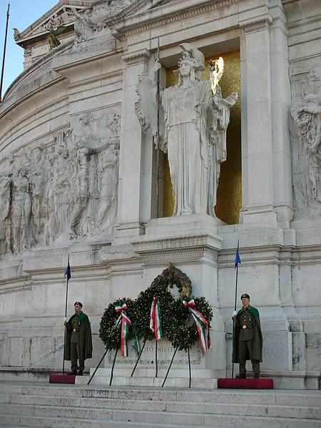Fil: VittorianoMiliteIgnoto2-SteO153.jpg