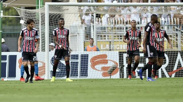 Desespero ou cautela? São Paulo perde o primeiro clássico.