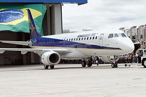Português: A aeronave Embraer 190 em São José ...