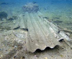 Lastre di fibre di amianto nel mare tra l Arsenale e il Parco di Caprera