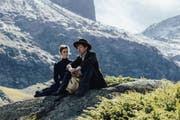 Hoher Berg, tiefe Gefühle: Anna (Miriam Stein) und Max (Maxim Mehmet) nehmen am historischen Schauplatz einige Umwege, um zueinander zu finden. Szene aus dem SRF-Zweiteiler «Gotthard». (Bild: Pascal Mora / SRF)