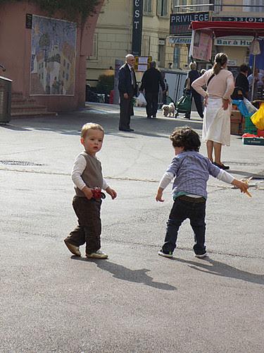 enfants qui jouent à Forville.jpg