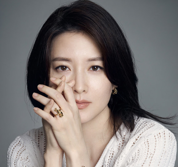 Lee Young Ae Opens Up About Balancing Her Roles as a ...