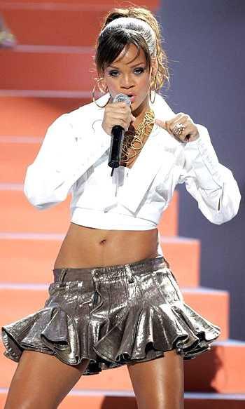 Rihanna singing on stage