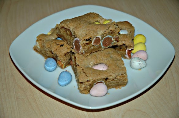 Cadbury Mini Egg Blondies | Bakewell Junction - Gooey and chocolatey deliciousness.