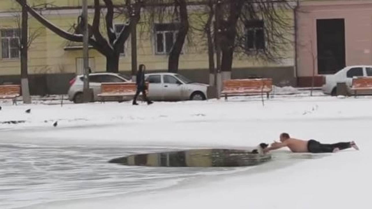 Ρωσία: Έσωσε τον σκύλο από την παγωμένη λίμνη και έγινε viral (vid)