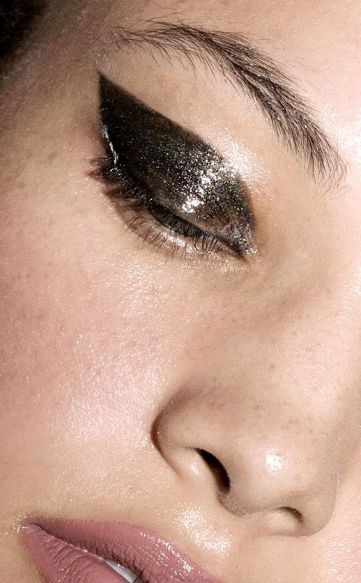 Le Fashion Blog Holiday Party Style Makeup Trend Beauty Thick Eyebrows Black Glossy Glitter Cat Eye Pale Pink Shiny Lip Gloss Via Estee Lauder