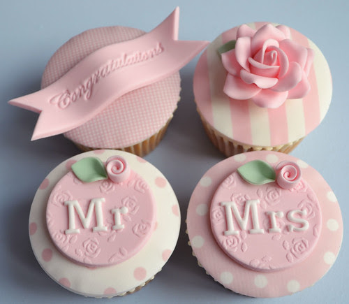 Vintage cupcakes for a newly married couple