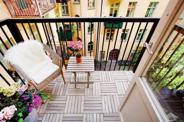 small balcony decoration09 634x422 15 Smart Balcony Garden Ideas That are Awesome