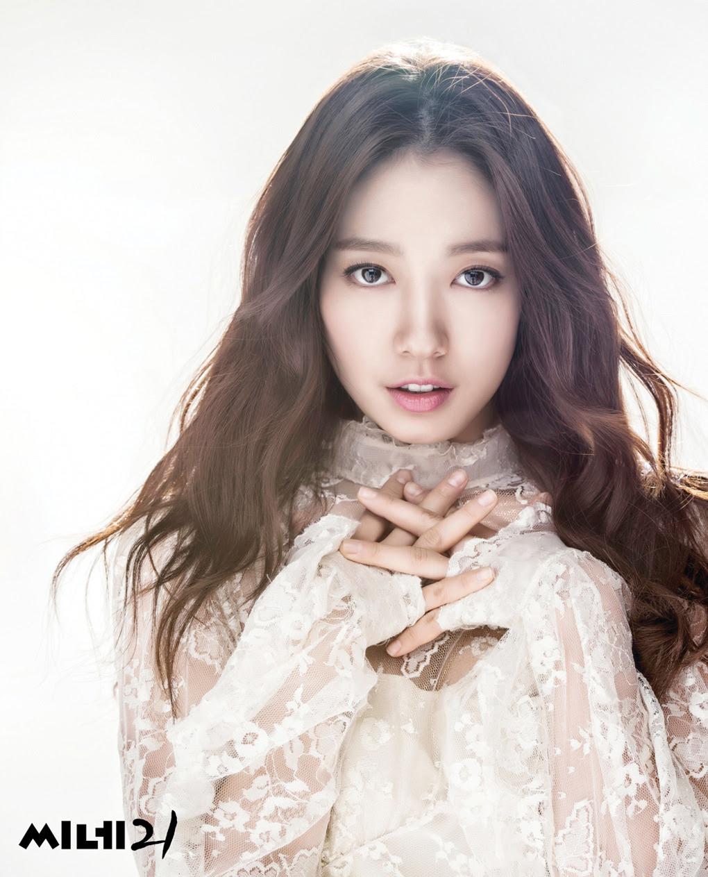 Park Shin Hye - Cine21 Magazine No.982
