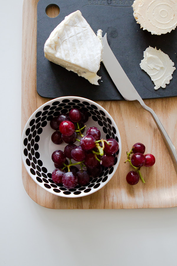 cheese + cracker + grapes = YUM!