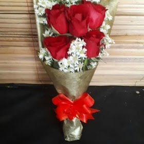 Gambar Buket Bunga Mawar Merah Asli