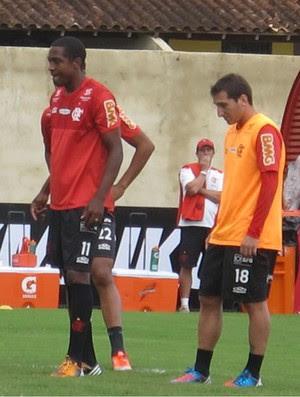 Renato se prepara para cobrar pênalti em coletivo (Foto: Richard Souza / Globoesporte.com)