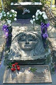 Selena Quintanilla-Perez's grave.jpg