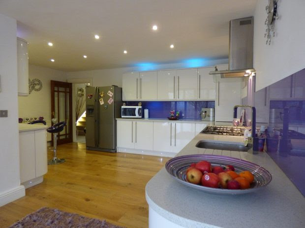 Why Laminate Floors Are The Right Kind Of Flooring For Your Kitchen