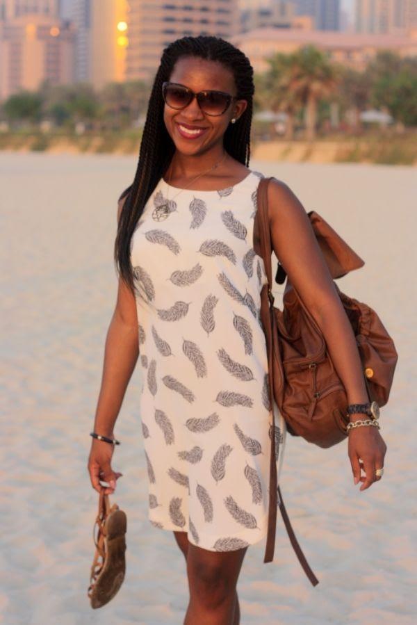 photo Dubai_Jumeirah_Beach_Residence_HM_feather_dress2.jpg