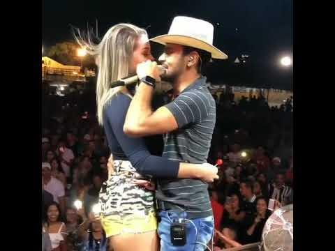 VÍDEO | Cantor que dança e beija mulheres, beija suposta travesti em vaquejada na PB