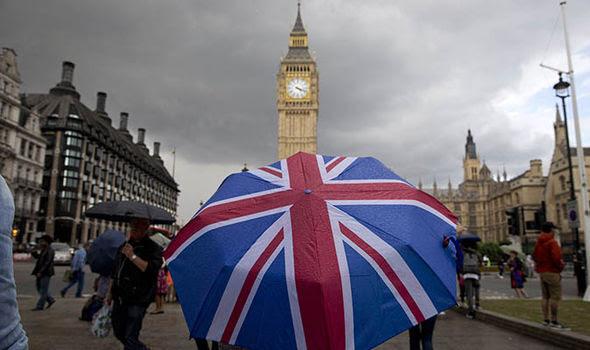 Un ombrello britannico di fronte a Big Ben