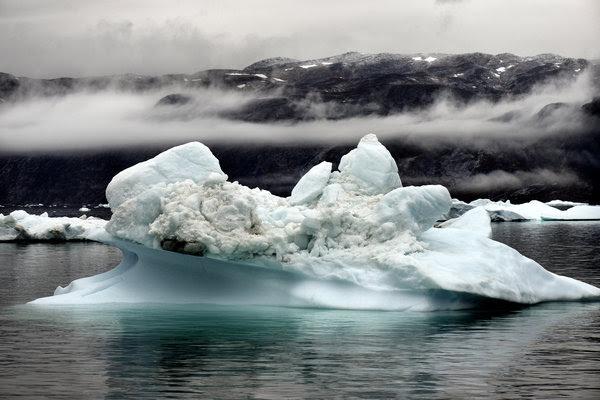 格陵兰岛广袤的冰层正因气候变化而融化。