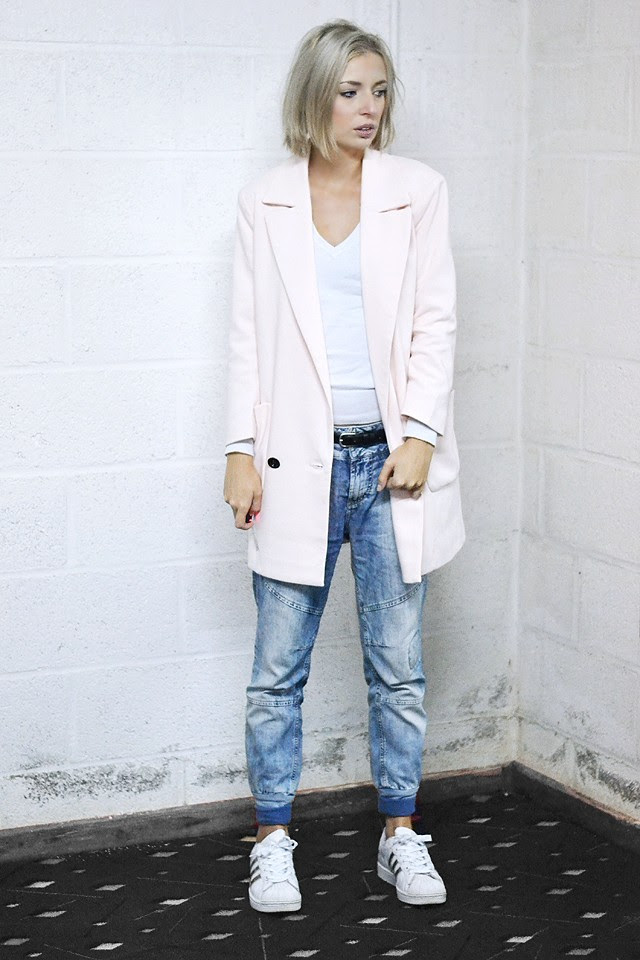 only boyfriend blazer pale light pastel baby pink zara sweatshirt jumper pullover pull & bear jeans pull and bear adidas adicolor superstar w5 sneakers fashion blogger turn it inside out belgium autumn fall trends streetstyle outfit post