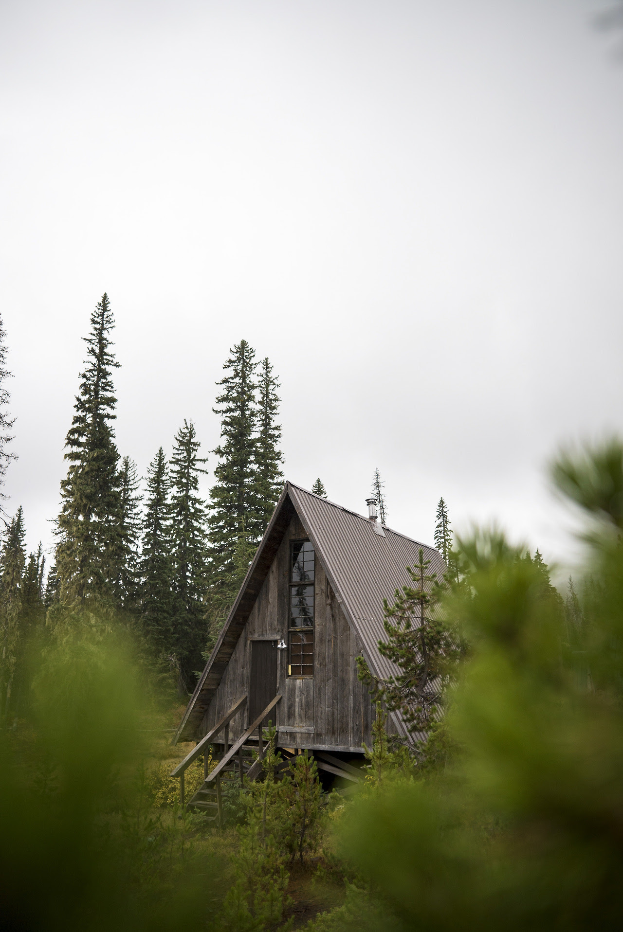 This is a rustic A-frame is just outside the Hoodoo ski area in Central Oregon. No real driveway, just nested amongst the trees and fog. Brett Edwards / @shredwardz