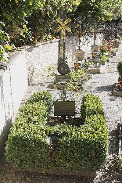 File:Grave Schroedinger.jpg