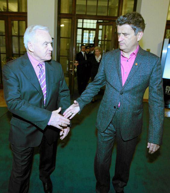Leszek Miller i Janusz Palikot (Zdjęcie z grudnia 2011 r.)