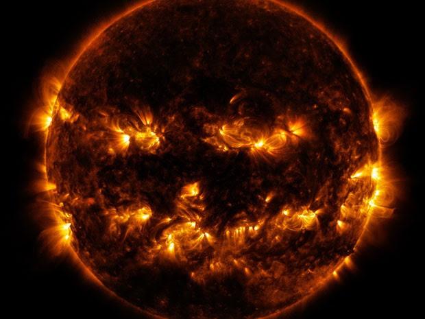 Imagem divulgada pela Nasa mostra as regiões ativas do Sol em destaque (Foto: AFP Photo/NASA/GSFC/SDO/Handout)