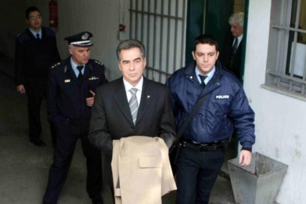 Αποφυλακίζεται ο Β. Παπαγεωργόπουλος