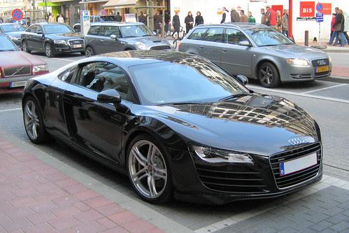 fast cars audi r8 mid engine sports car. Black Bedroom Furniture Sets. Home Design Ideas