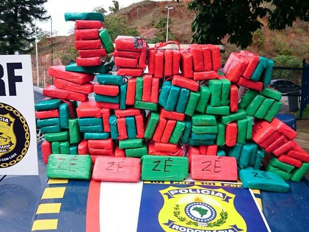 Mais de 100 quilos de maconha são apreendidos em Viana (Foto: Divulgação/PRF-ES)
