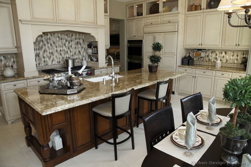 A Large Gourmet Kitchen for Cooking & Entertaining