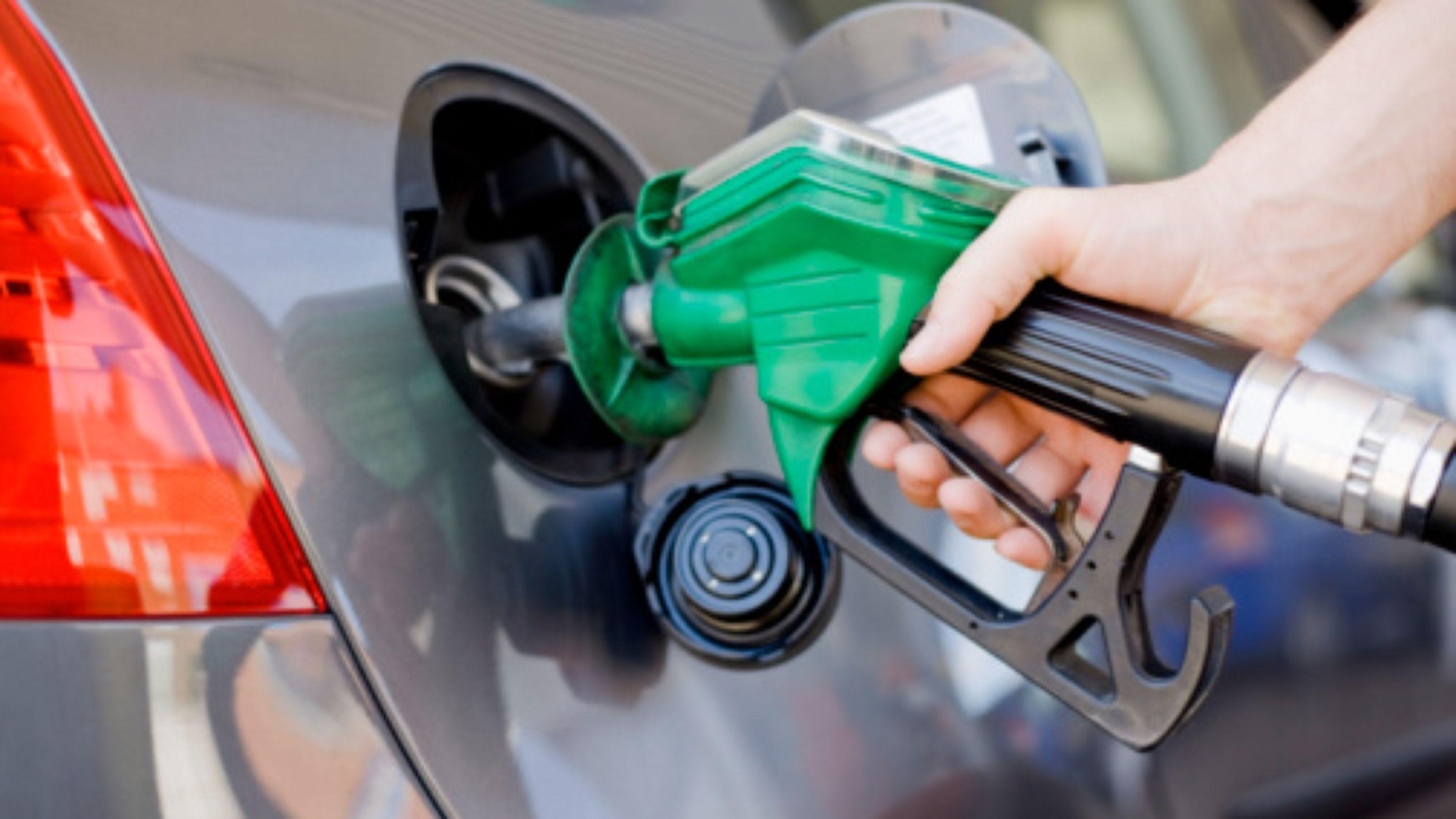 Resultado de imagem para Juiz do DF manda suspender decreto que aumentou tributos sobre combustíveis