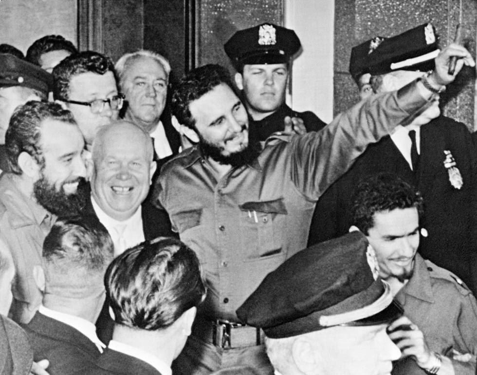 Fidel Castro, em sua primeira visita a ONU em 1960, junto a Nikita Kruschev.