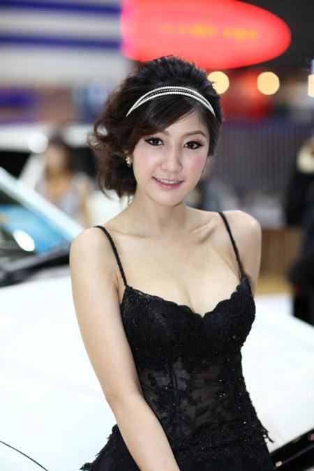 20110531155752 Sarunruk Sirirumpaivong12 Chiêm ngưỡng vẻ đẹp ao ước của nữ hoàng xế hộp Thái