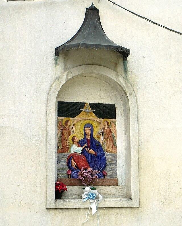San Fior, nicchia della Madonna del Divino Amore.jpg