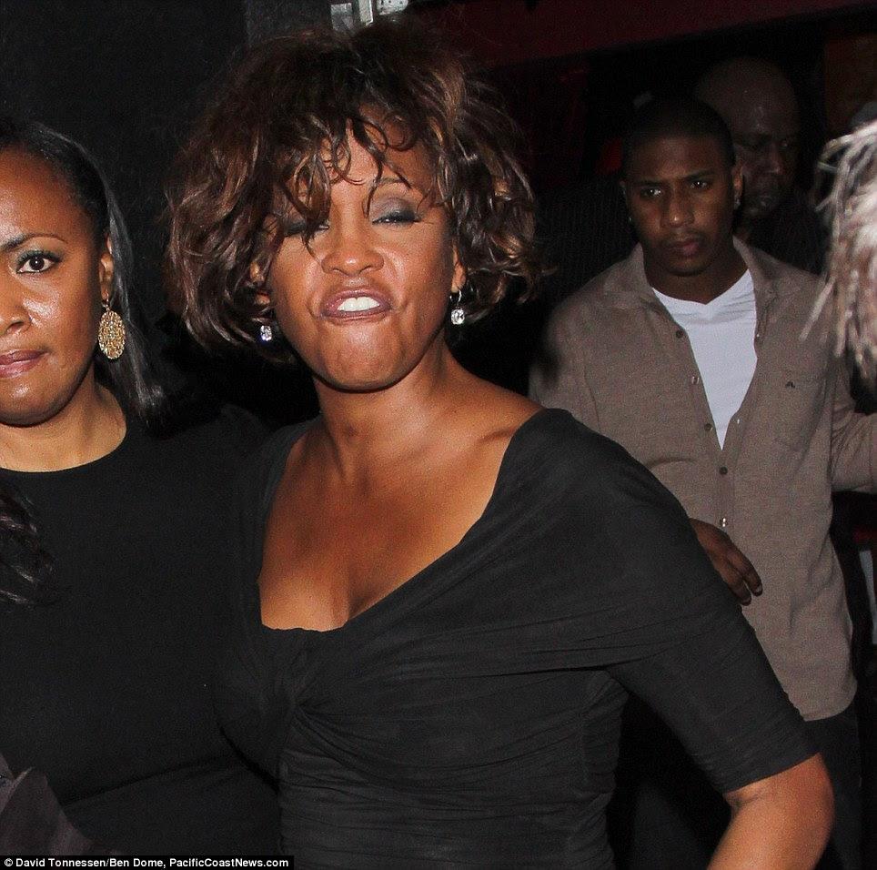 Incomodado novamente: Whitney Houston parecia pior para o desgaste que ela saiu Tru boate de Hollywood no início desta semana
